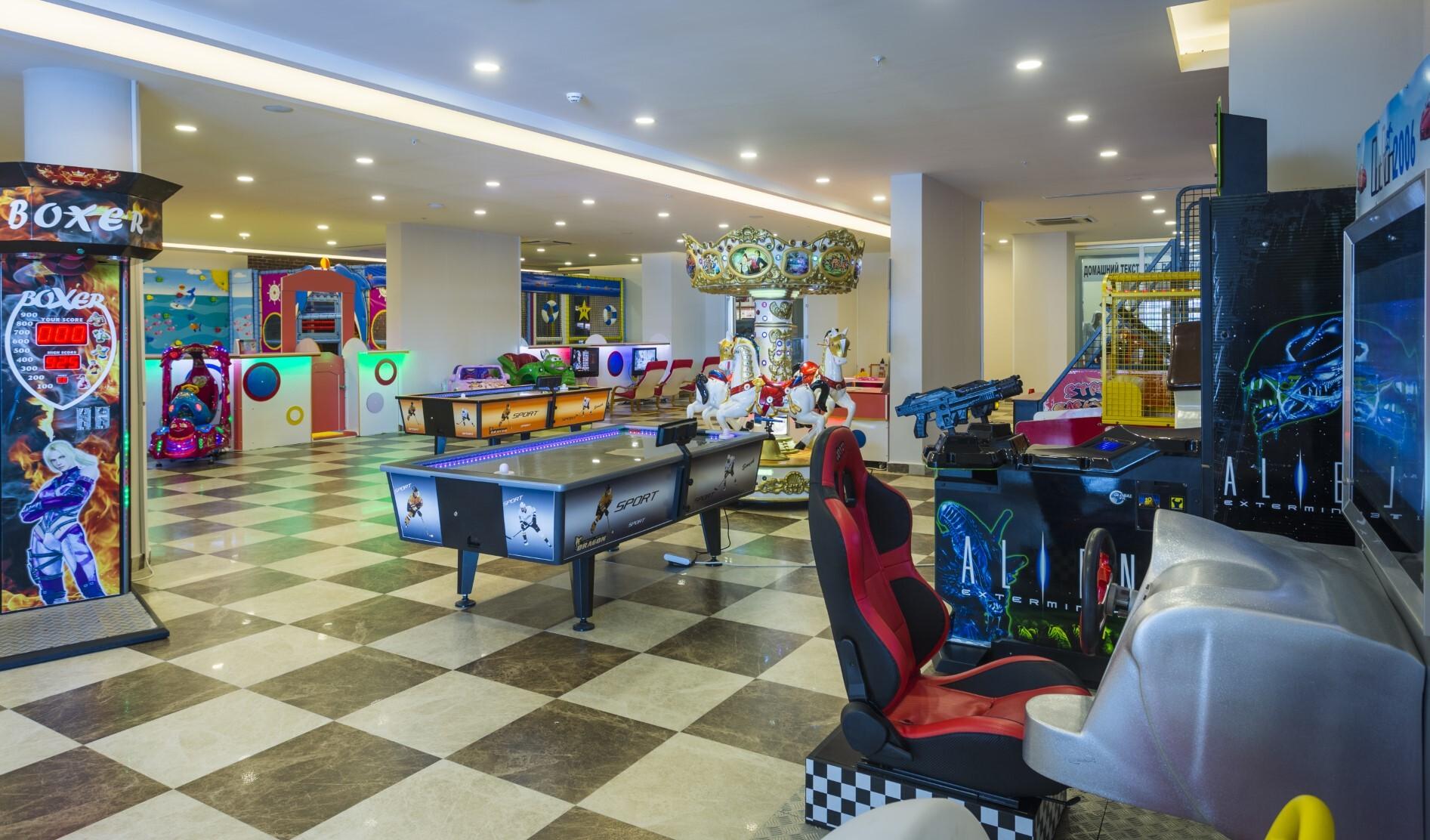 Lonicera Resort & Spa Hotel - игрална зала