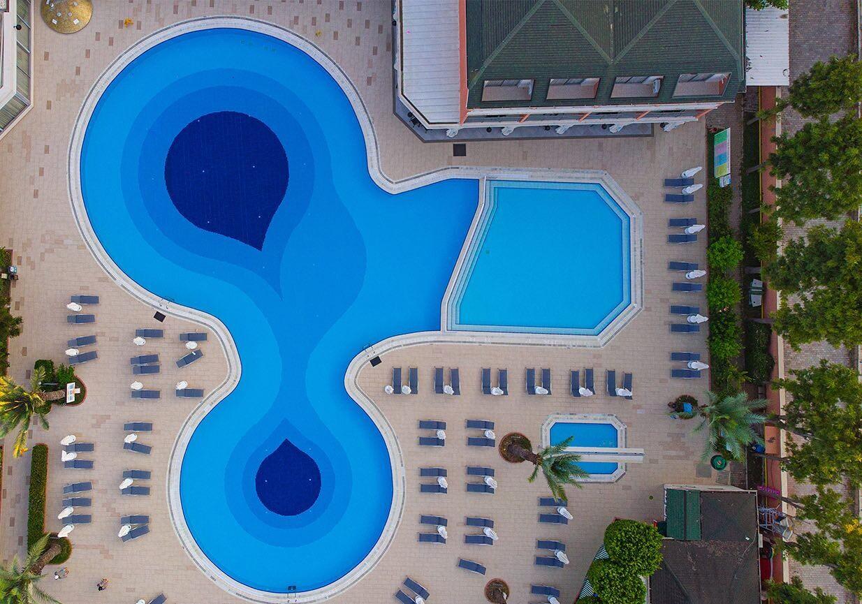 Insula Resort & Spa 5* - басейн