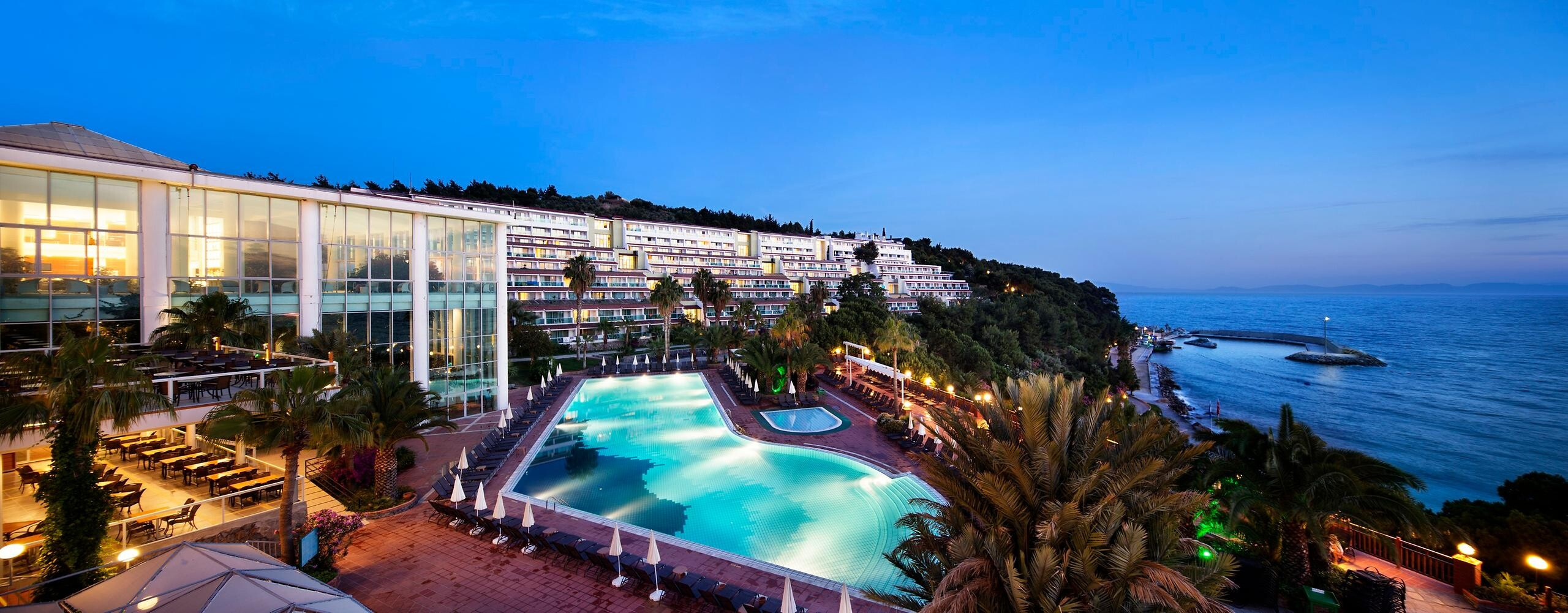 Pine Bay Holiday Resort - нощна