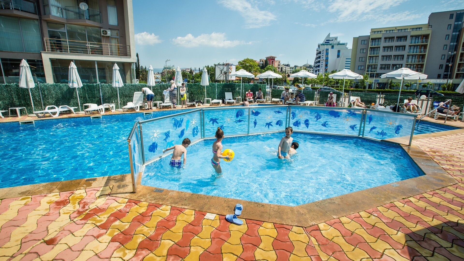Хотел Бохеми - басейн