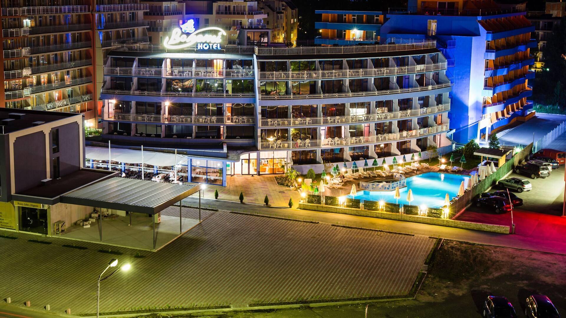 Хотел Бохеми - вечерен изглед